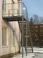 Подъем по пожарной штурмовой лестнице