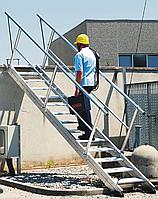 Работа с ручными пожарными лестницами