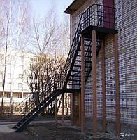 Установка эвакуационных лестниц