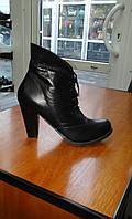 Классические ботинки на среднем каблуке