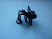 Зажим, крепление, держатель лапки капота на Renault Trafic/ Opel Vivaro c 2001...Renault (оригинал) 7703179014