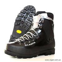 Пластиковые альпинистские ботинки Scarpa Vega (black), размер UK 5, 10.5