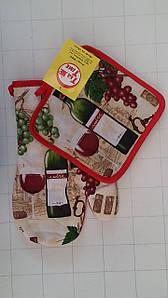 Набор красивых прихваток для кухни с виноградом и вином