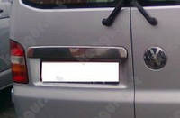 Накладка над номером на Фольцваген Т-5,2010(розпашонка) нерж OMCARLINE.