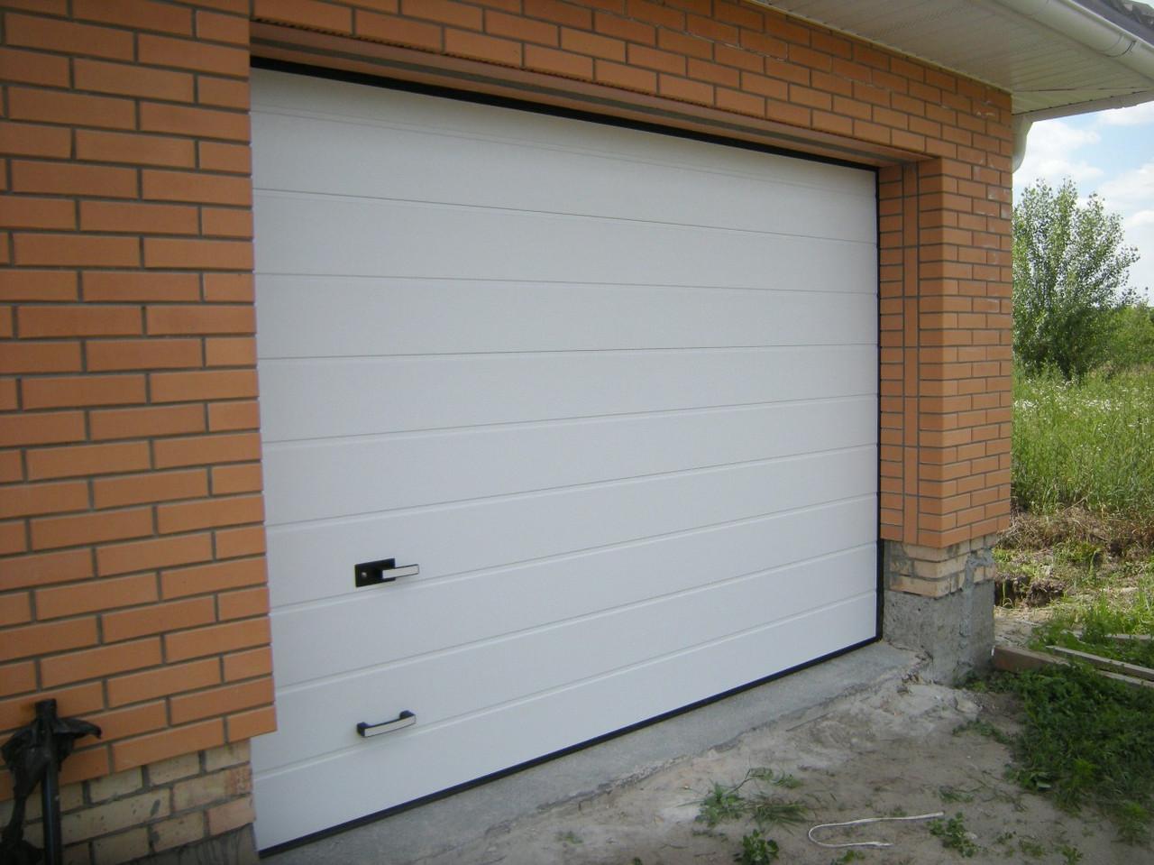 Секционные гаражные ворота Alutech Trend