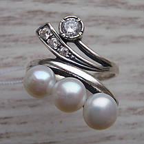 Серебряное кольцо с искусственным жемчугом и фианитами, фото 3