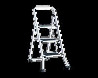 Металлическая стремянка лестница 107см на три ступеньки с резиновыми ковриками