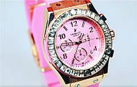 Кварцевые часы Hublot женские розовые каучуковые со стразами золотые