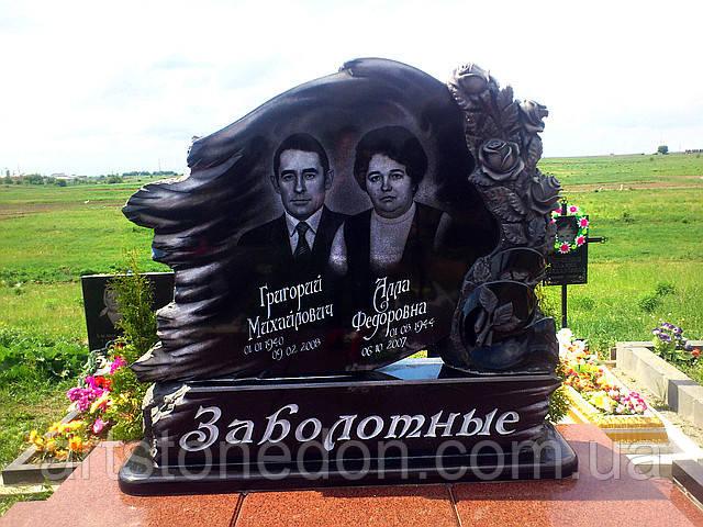Элитный памятник для двоих с розами