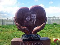 Элитный памятник на двоих Сердце в ладонях, фото 1