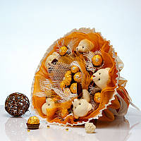 Букет из игрушек Мишки 5 с конфетами Ферреро Роше в золотом