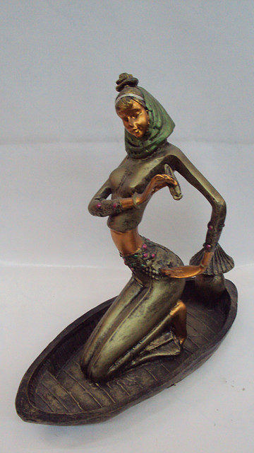 Статуэтка  Девушка в лодке