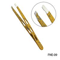 Пинцет для бровей FNE-09 скошенный, фигурный (желтый, с отверстиями),