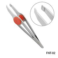 Пинцет для бровей FNT-02 профессиональный скошенный, с фигурными отверстиями и красными вставками,
