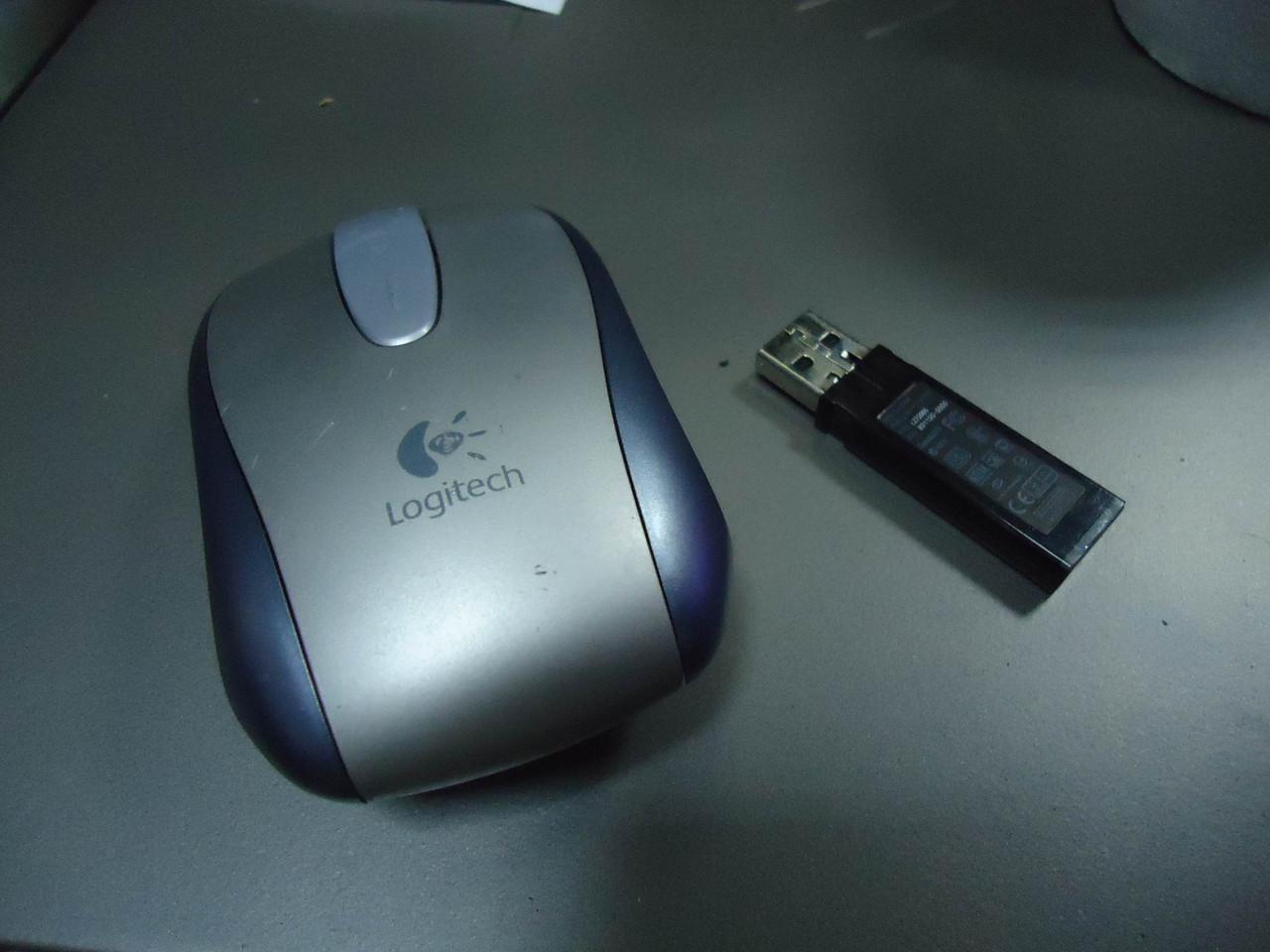Беспроводная оптическая мышь Logitech V500