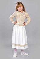 Детское платье молочного цвета.