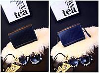 Компактные мраморные сумки почтальон