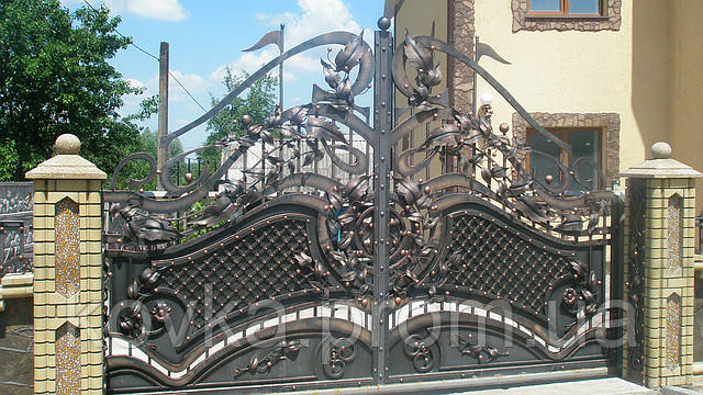 Кованые распашные ворота с калиткой, код: 01022
