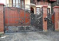 Кованые распашные ворота с калиткой, с элементами дерева, код: 01035, фото 1