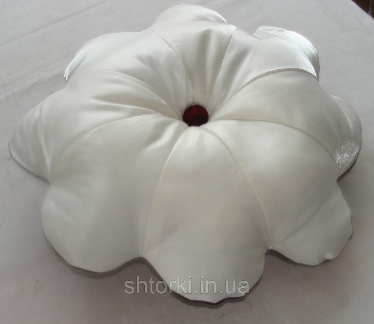 Подушка цветок бордо и слоновая кость