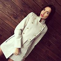 Женское кашемировое пальто с пуговками молочного и черного цветов АБ 0305