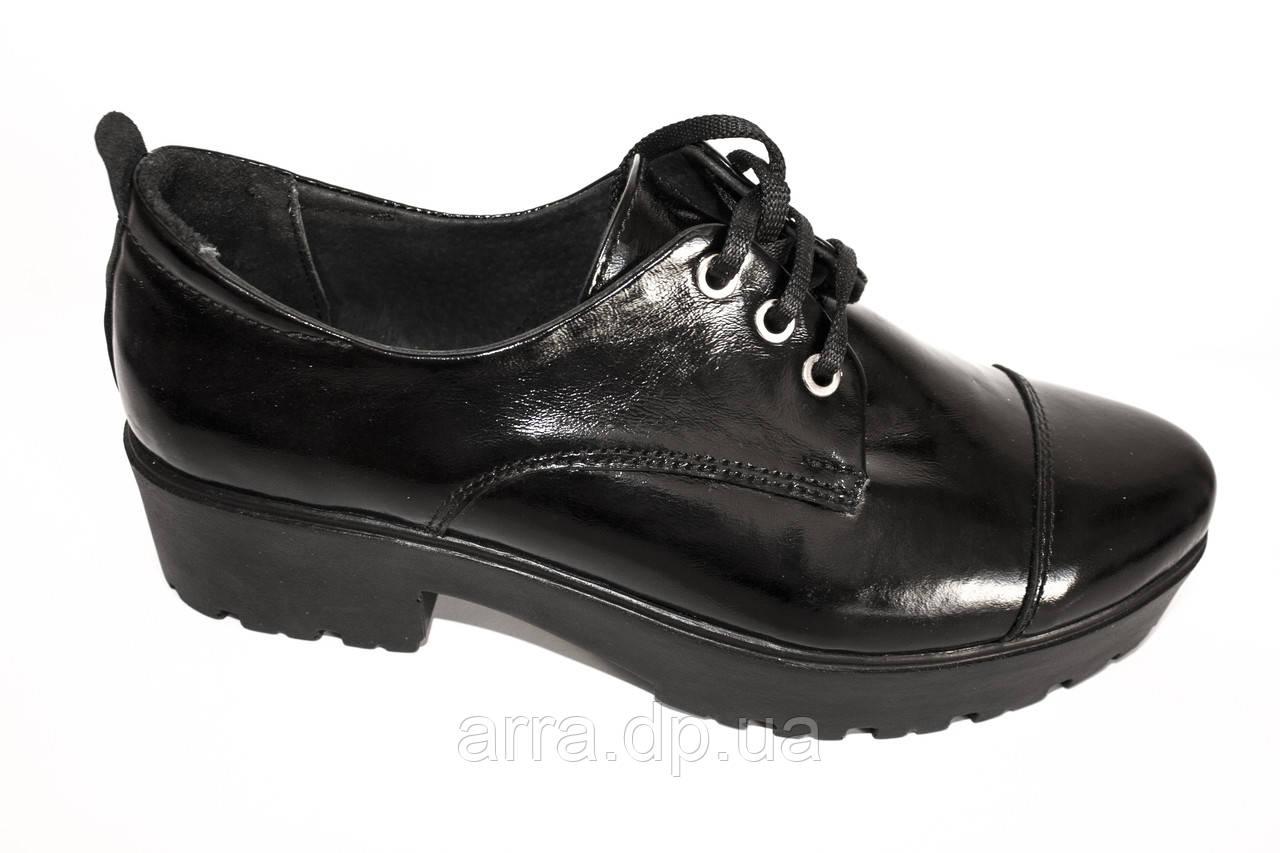 Туфли из натуральной лаковой кожи с отрезным носком