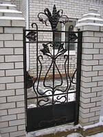 Калитка с кованым орнаментом