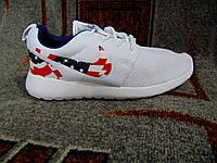 Женские беговые кроссовки Roshe Run белые с флагом