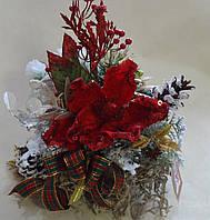 Композиция новогодняя с красным цветком пуансетии