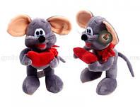 Мышь стоит с красным бантом и сердцем в лапах 27см(смеется)