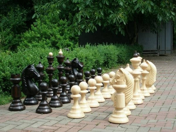 Шахматные фигуры для загородного дома -1