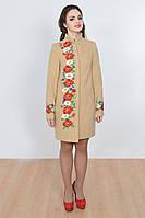 Вышитое женское пальто красивыми яркими цветами