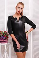 Черное женское платье с вставкой кожи с вырезом на груди