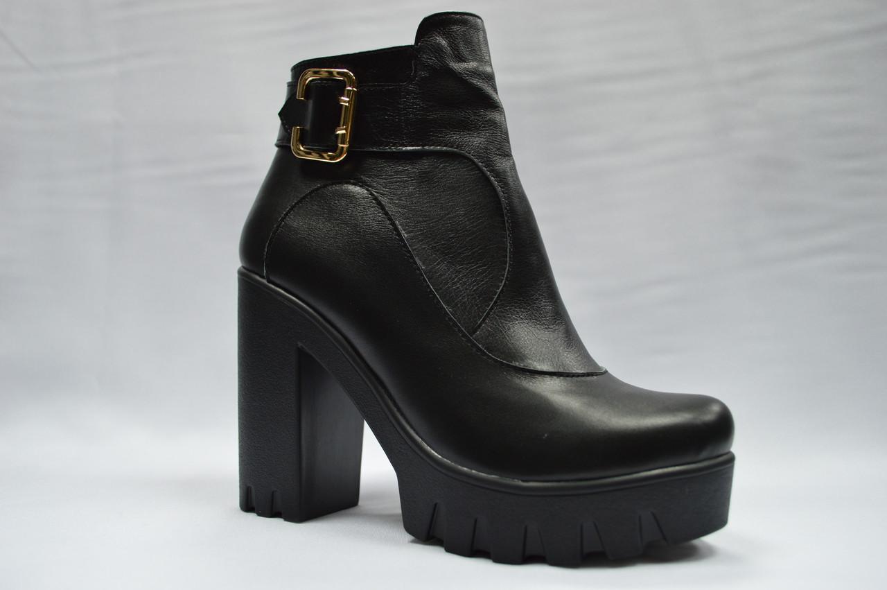 Черные кожаные  ботиночки на толстой подошве. Украина.