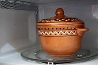Можно ли использовать глиняную посуду в микроволновке?