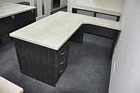 Стол письменный угловой с мобильной тумбой на 3 ящика