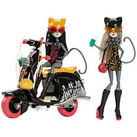 Куклы Монстер Хай Мяулодия и Пурсефона на скутере (Monster High Werecats Meowlody and Purrsephone with Scooter