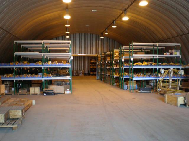 Склад до переоборудования освещается прожорливыми 300 ватными МГ прожекторами