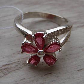 Серебряное кольцо со вставками из цветного фианита