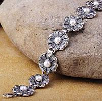 Серебряный женский браслет с цветочками и культ. пресн. жемчугом
