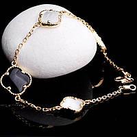 Золотой женский браслет с ониксом и перламутром