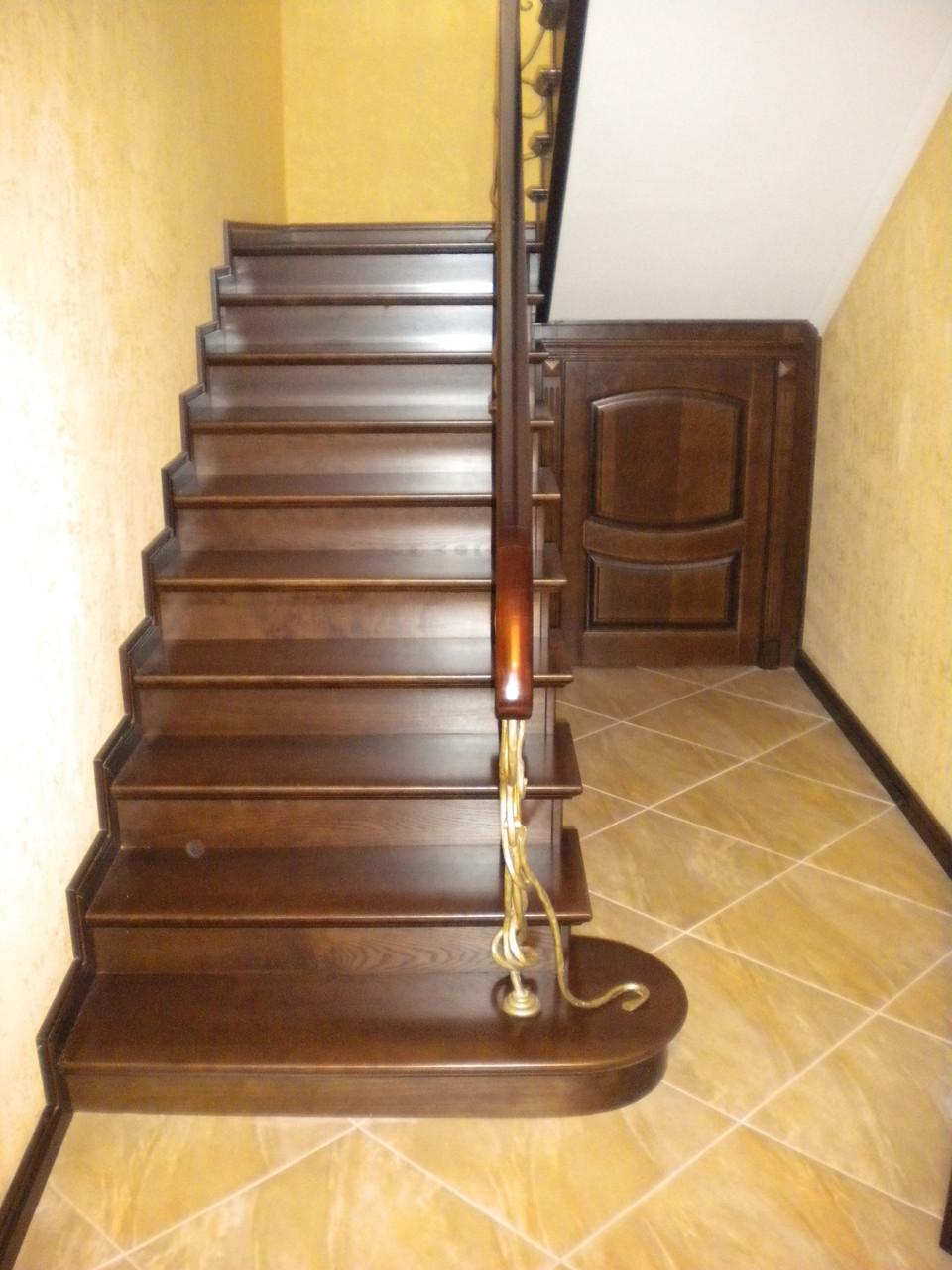 Лестница  из ясеня (по бетону)