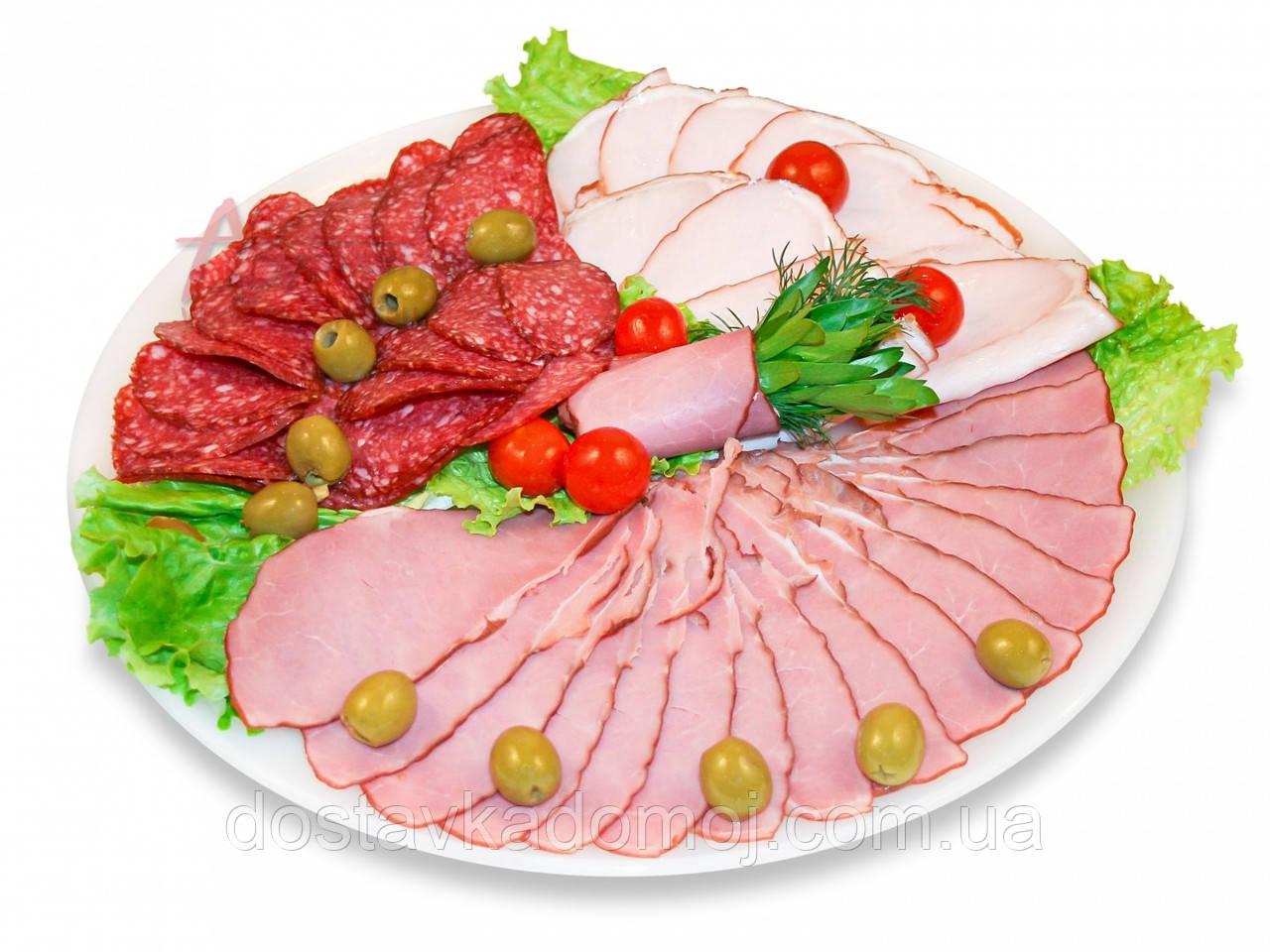 Ассорти мясных деликатесов