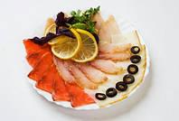 Рыбная нарезка с полосатым хлебом