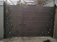 Кованые ворота с неравными створками. Ручная ковка. Возможно с доставкой и установкой. Качественная покраска.