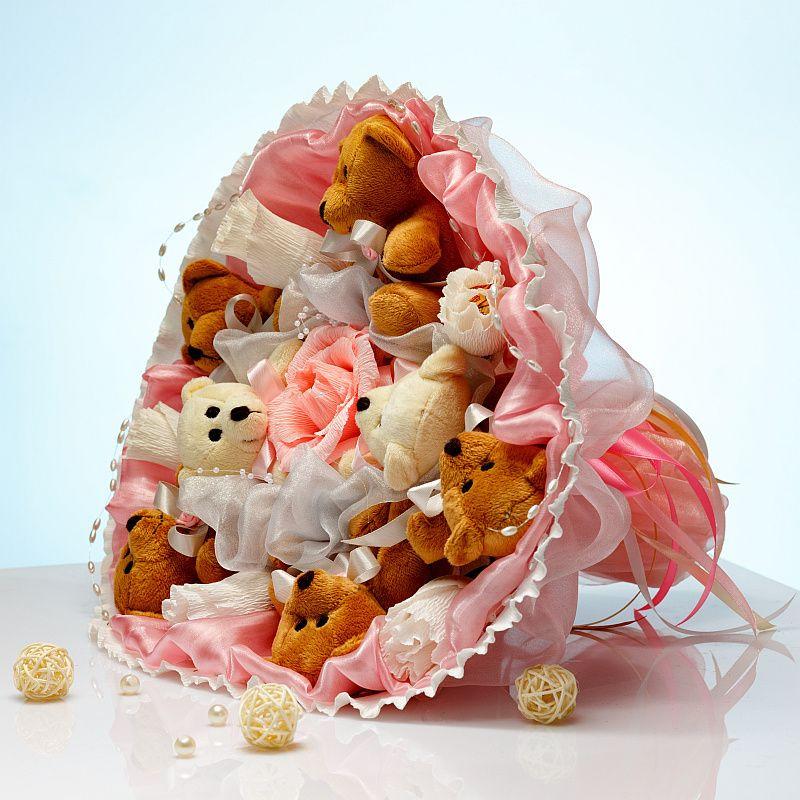 Букет из игрушек Мишки с конфетами 7 в розово-белом