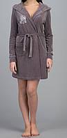 Женский велюровый халат с капюшоном короткий коричневый