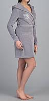 Женский велюровый халат с капюшоном короткий серый