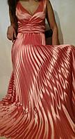 Вечерний длинный сарафан гофре из персикового атласа