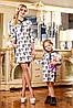 Стильное детское платье Шанель с контрастным принтом, свободного кроя, с капюшоном, в спортивном стиле